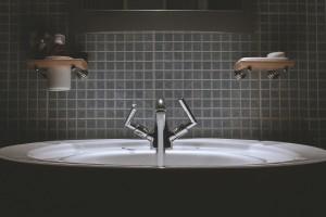 Fliesenleger Badezimmer Waschbecken